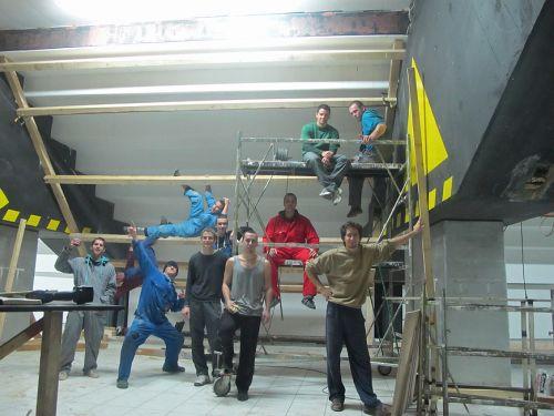 Ekipa Marulovih Trliša snimljena danas popodne ispod konstrukcije prvog nagiba. Naravno, odlučili smo se započet sa svetim nagibom - 45-icom od skromnih 30-ak kvadrata! Sine, ko je prečka, prečka je!